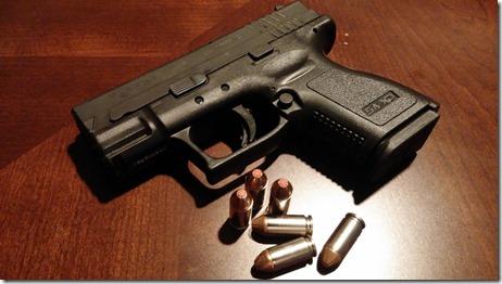 handgun-231699_960_720